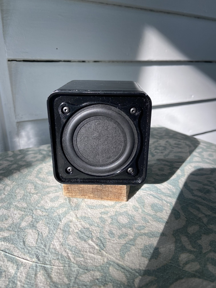 Small 3d printed desktop speakers